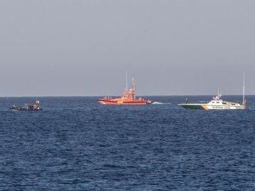 Labores de búsqueda del avión en el Mar Menor.