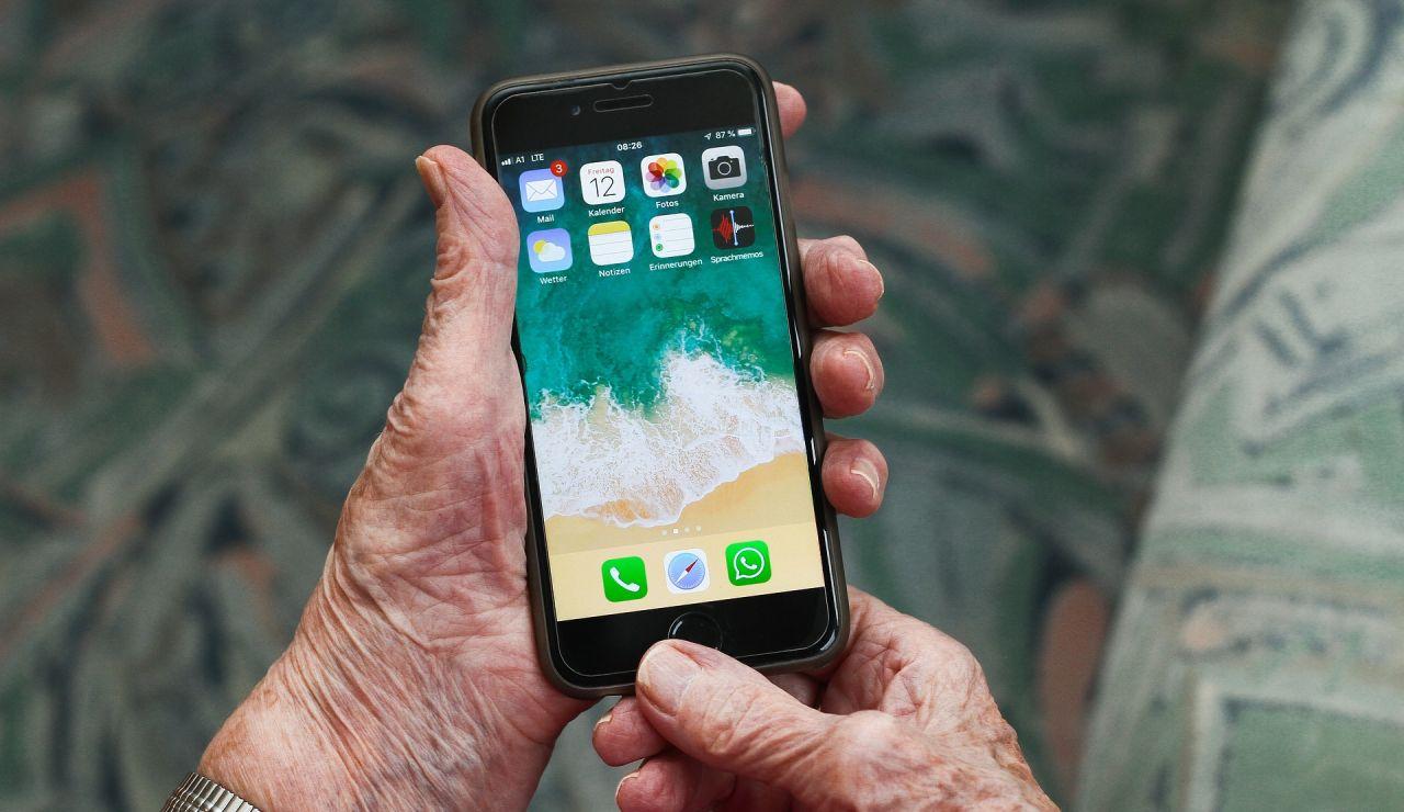 La desternillante historia de una abuela con los audios de whatsapp en el grupo familiar