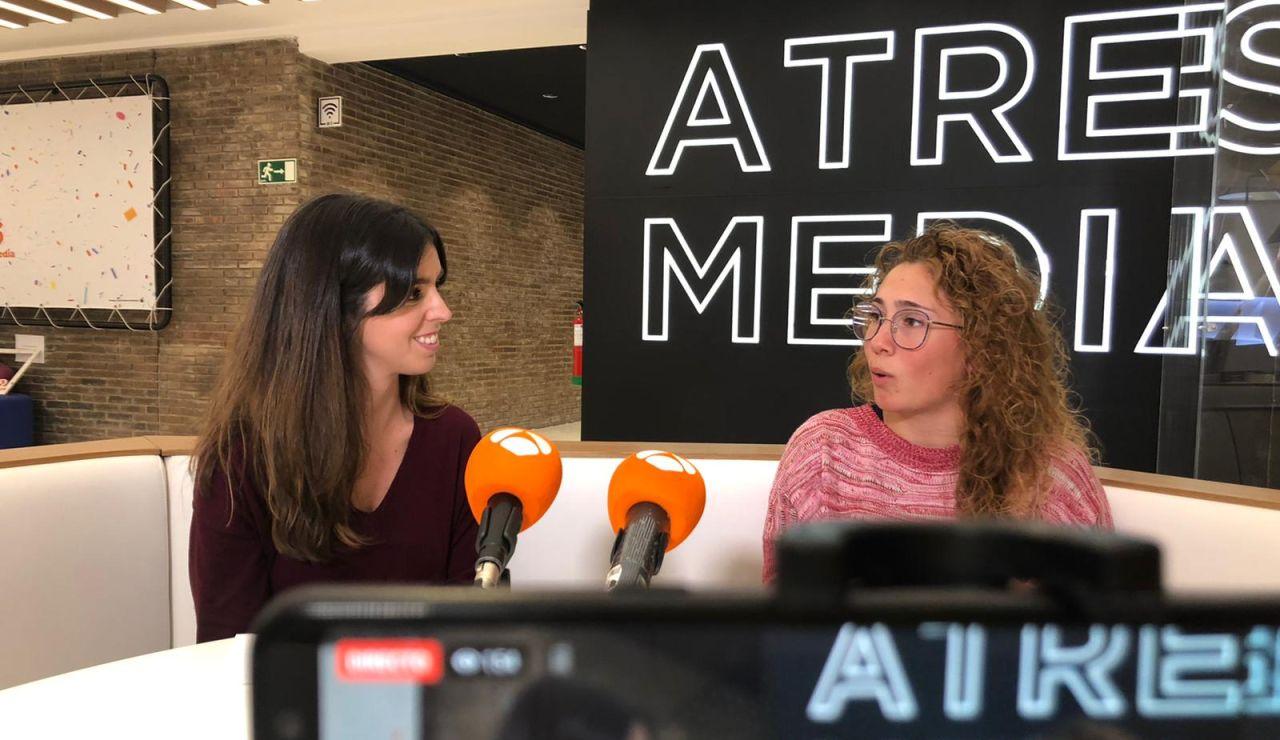 Sara Tui junto a Carlota Velasco