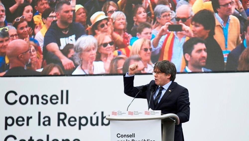 El expresidente de la Generalitat Carles Puigdemont, durante el acto político celebrado este sábado en un parque de la localidad francesa de Perpiñán