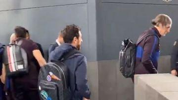 Leo Messi, al bajarse del autobús en Madrid