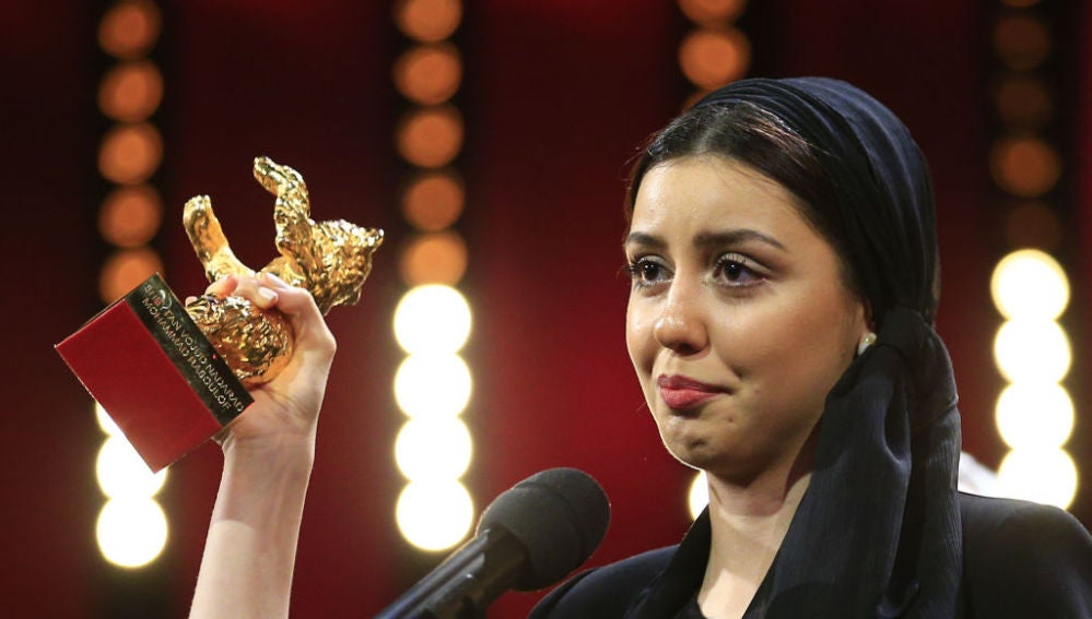 Baran Rasoulof, hija de Muhammed Rasoulof, recoge el premio