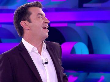 Arturo Valls flipa al encontrar a su doble idéntico