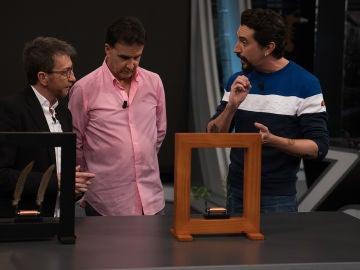 Jose Ramón de la Morena descubre por primera vez la 'danza científica' de 'El Hormiguero 3.0'