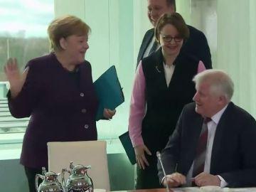Los miembros del Gobierno alemán ya no se saludan... por el coronavirus