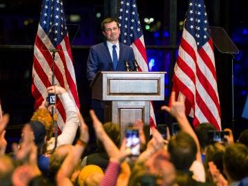 Buttigieg se retira de los primarias demócratas de EEUU