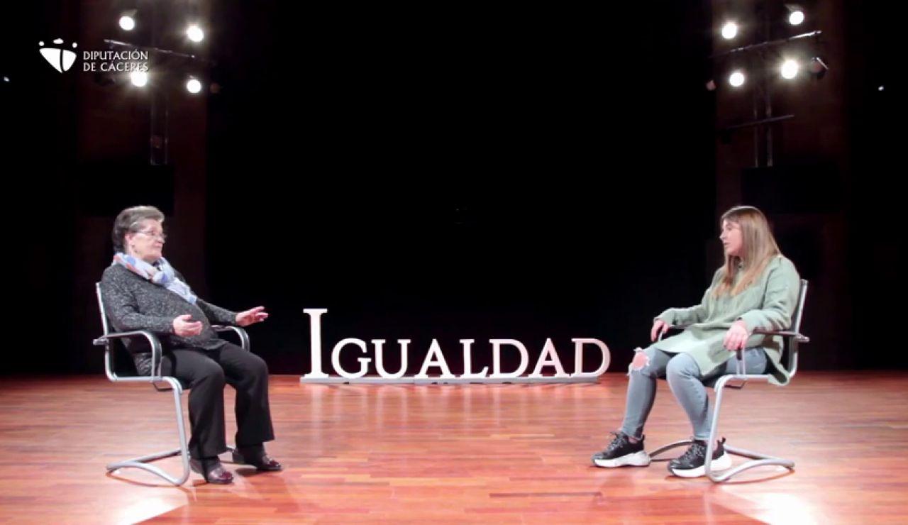 Una abuela y su nieta reflexionan sobre la igualdad en un nuevo vídeo de la campaña del 8M de la Diputación de Cáceres