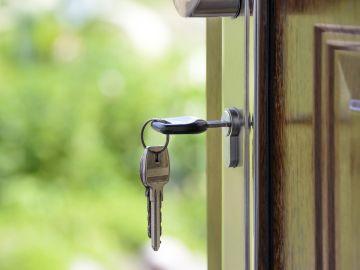 Imagen de archivo de la puerta de una vivienda.
