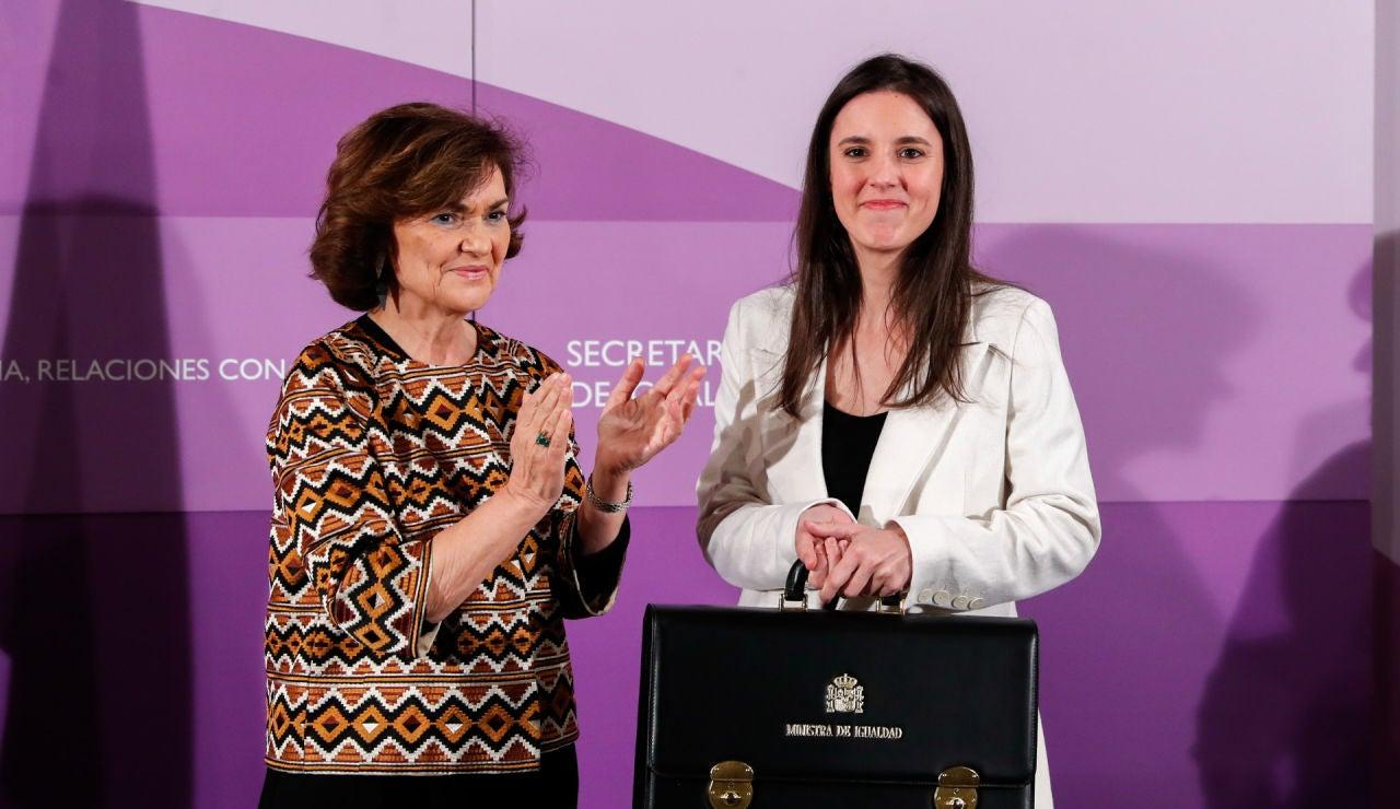 La vicepresidenta del Gobierno, Carmen Calvo, y la ministra de Igualdad, Irene Montero