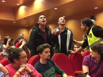 Un grupo izquierdista revienta un acto de Pablo Iglesias en su antigua facultad