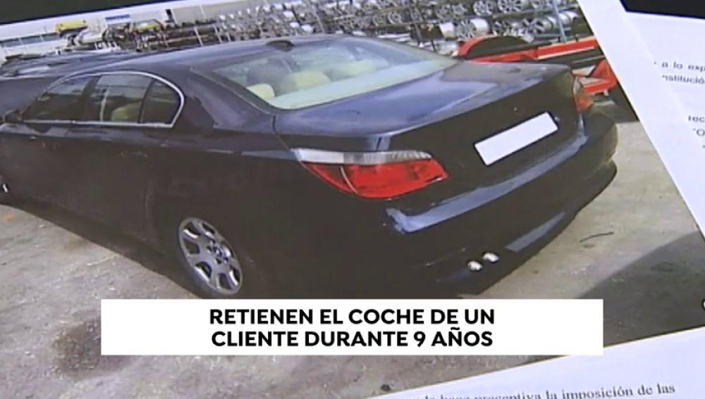 Un propietario recupera su coche tras 9 años retenido en un concesionario