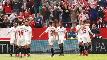 Los jugadores del Sevilla celebran un gol en el Sánchez Pizjuán