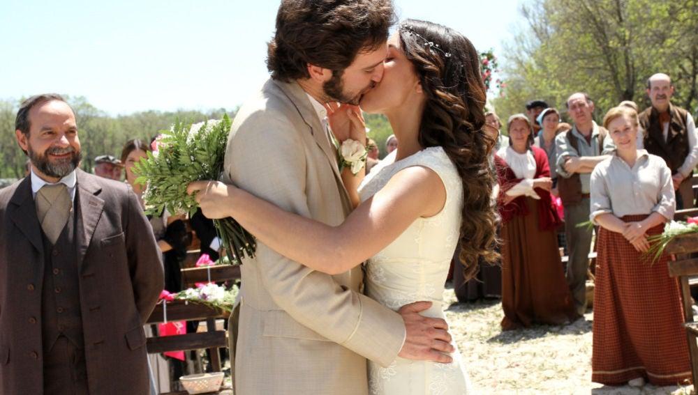 ¡Vota la boda que más te ha emocionado en estos 9 años de 'El secreto de puente viejo'!
