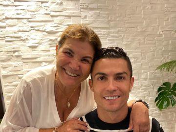 Cristiano Ronaldo con su madre Dolores Aveiro