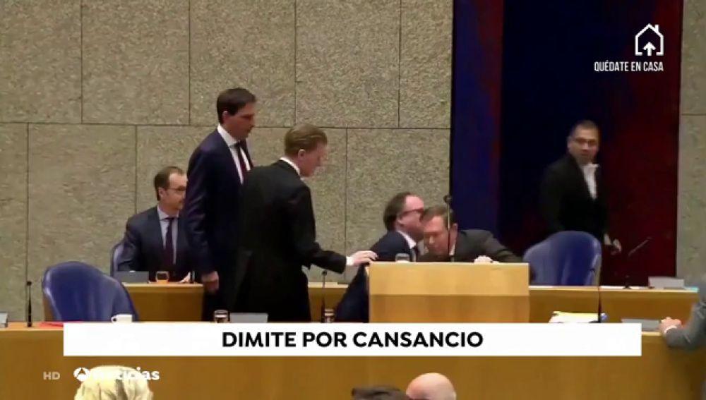 Dimite el ministro de Sanidad de Holanda tras desmayarse en pleno debate sobre las medidas contra el coronavirus