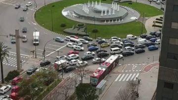 Largos atascos a la salida de Valencia con estrictos controles policiales en pleno confinamiento por coronavirus