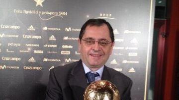 Chema Candela con la Copa del Mundo