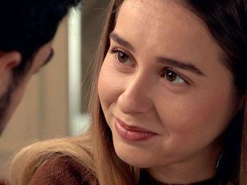 Luisita piensa en Amelia pero le encandila la bondad de Sebas