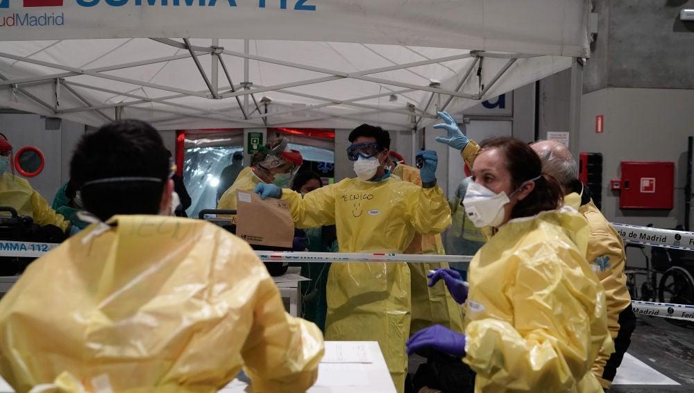Sanitarios en Ifema por el coronavirus