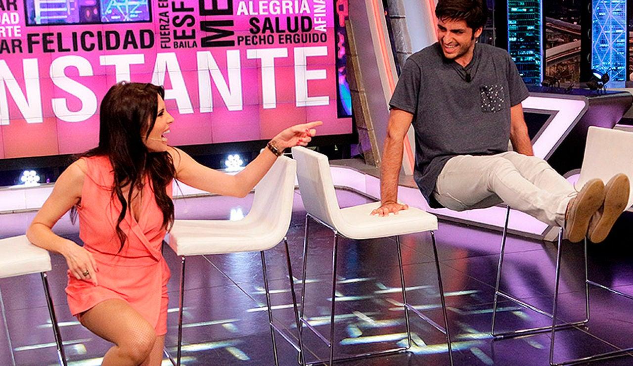 Pilar Rubio enseña a Carlos Sainz hacer ejercicio con sillas en 'El Hormiguero 3.0'