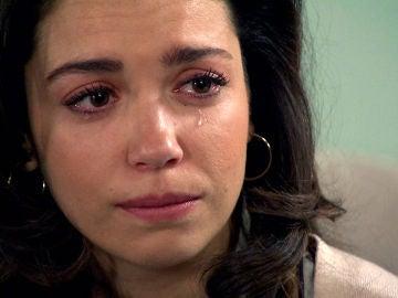 Amelia, hundida, echa a Luisita de su habitación tras una difícil conversación
