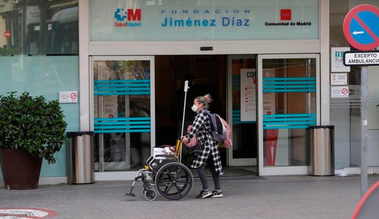 Puerta de la Fundación Jiménez Díaz