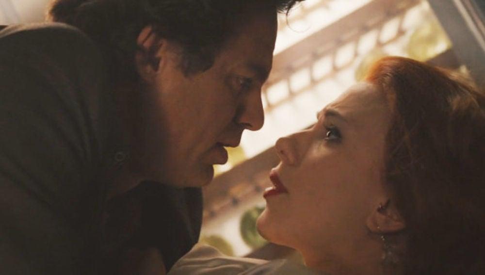 Mark Ruffalo y Scarlett Johansson como Hulk y Viuda Negra