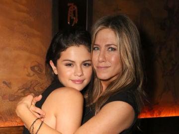 Selena Gomez y Jennifer Aniston