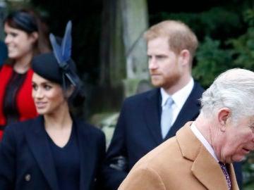 Meghan Markle, el príncipe Harry y su padre el príncipe Carlos