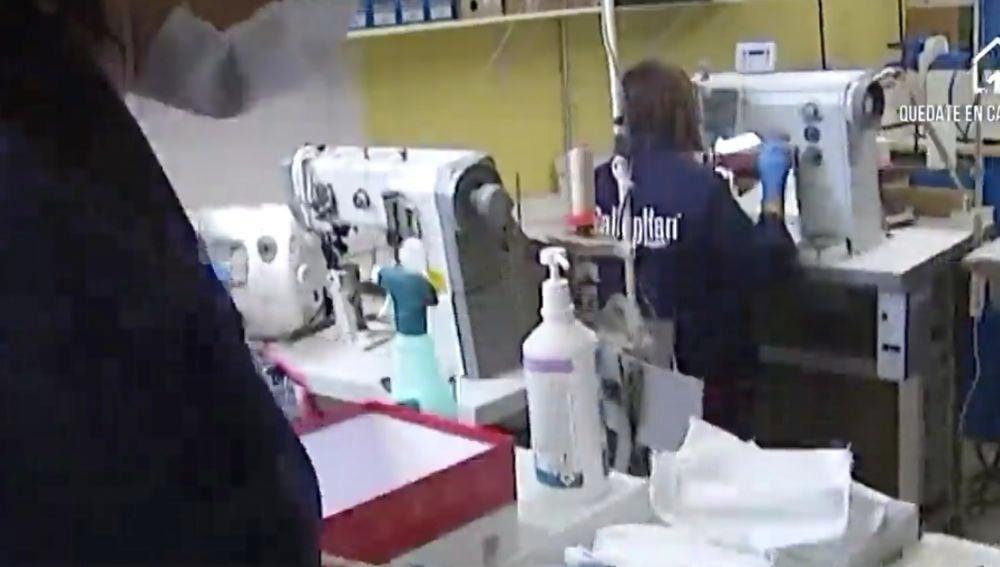 Empresas riojanas trabajan fabricando mascarillas y batas