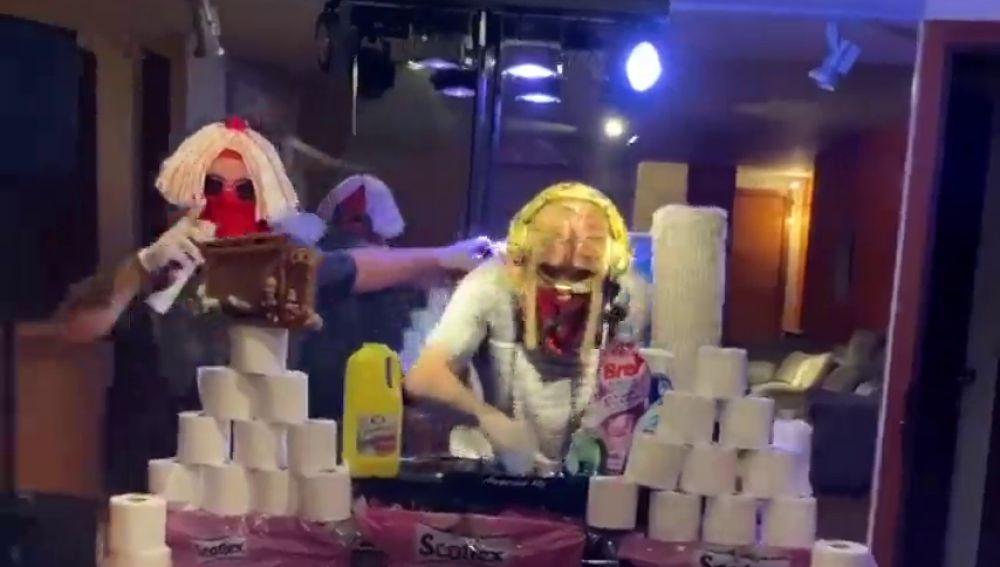 El 'fiestón' de Theo Hernández con productos de limpieza durante la cuarentena por el coronavirus