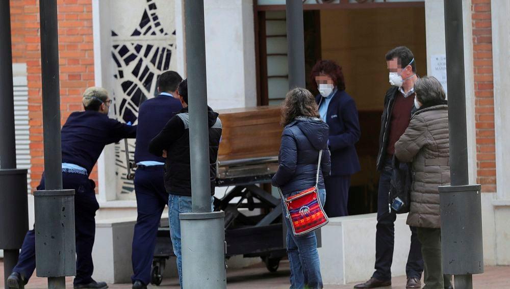 Vista de la entrada al crematorio del cementerio de La Almudena en Madrid