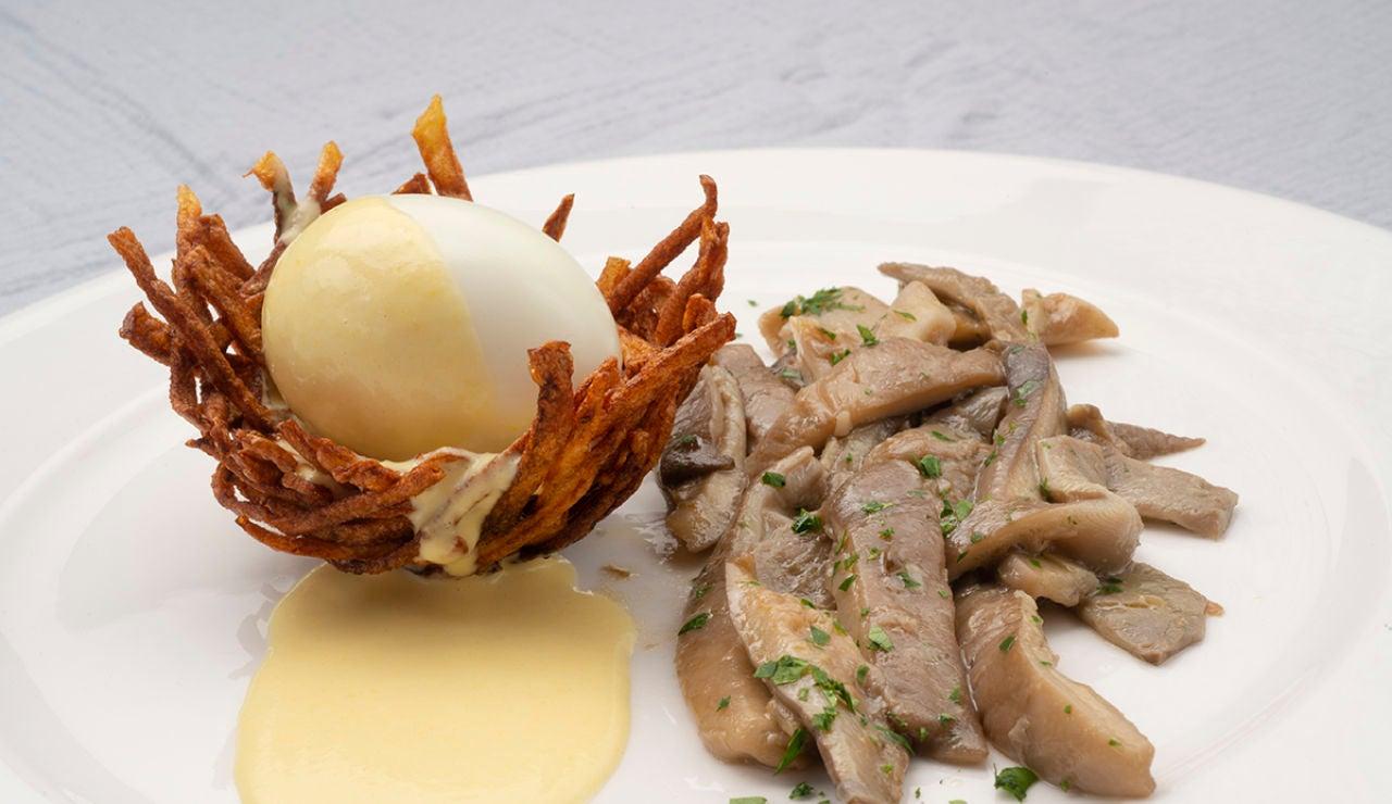 Nidos de patata con huevos mollet y setas