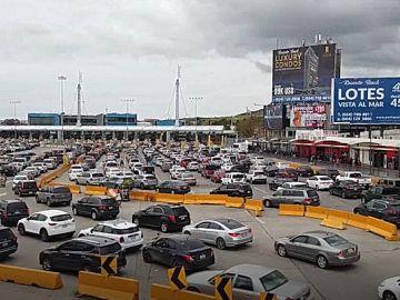 Manifestantes mexicanos bloquean la frontera con Estados Unidos