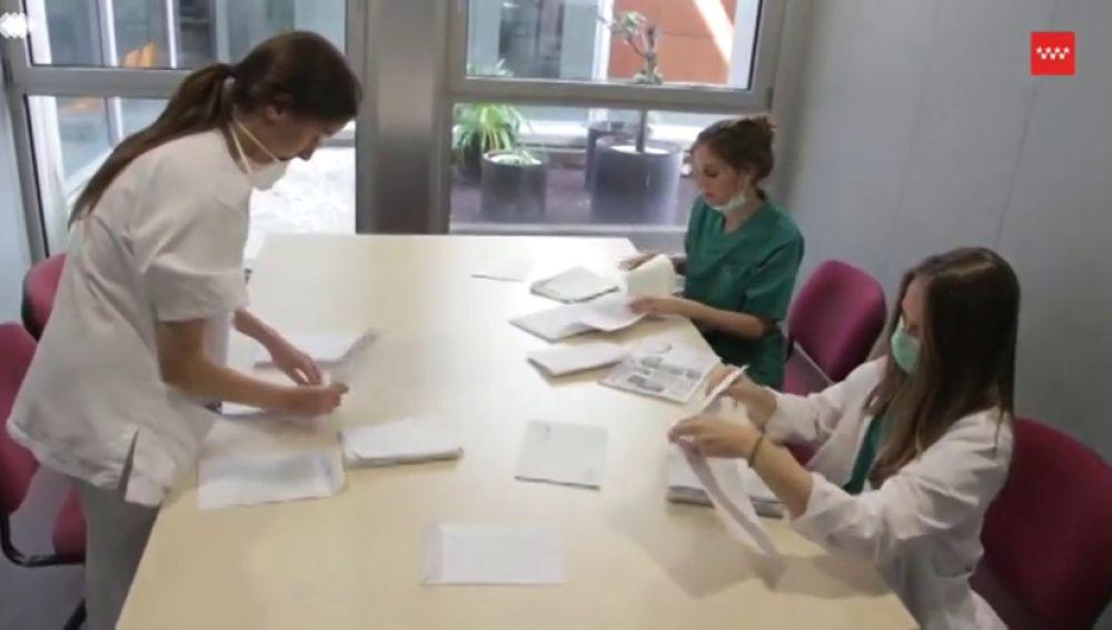 Los sanitarios del Hospital Severo Ochoa darán voz a las cartas que se envían a los pacientes de coronavirus