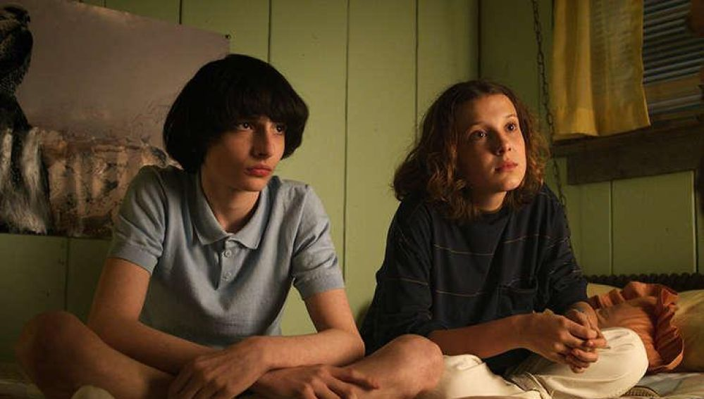 Finn Wolfhard y Millie Bobby Brown en 'Stranger Things'