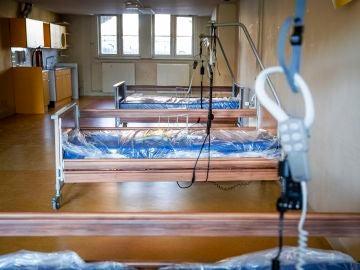 Imagen de archivo: camas en un hospital de campaña