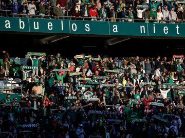 Aficionados en el Benito Villamarín.