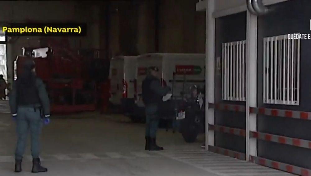 La Guardia Civil durante un control en un polígono de Pamplona