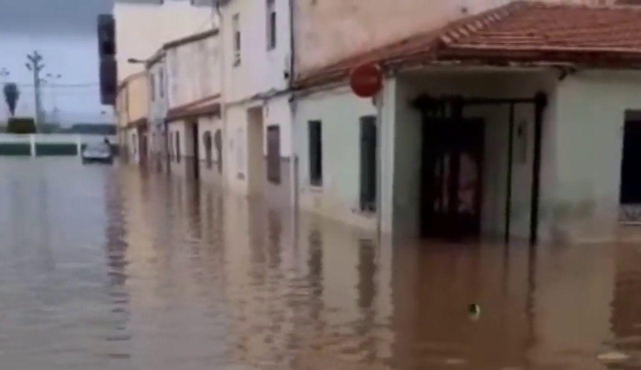 Una gran tromba de agua sorprende a los vecinos de Burriana confinados por coronavirus