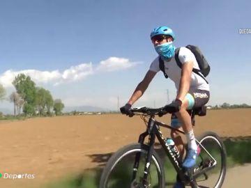 El ciclista Davide Martinelli recorre Italia repartiendo comida y medicina durante la crisis del coronavirus