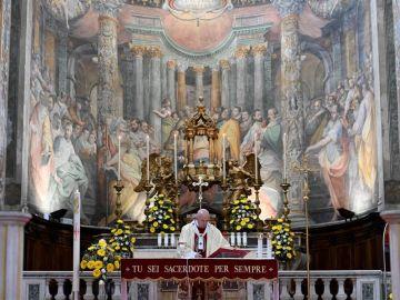 El papa Francisco fuera del Vaticano por primera vez en un mes