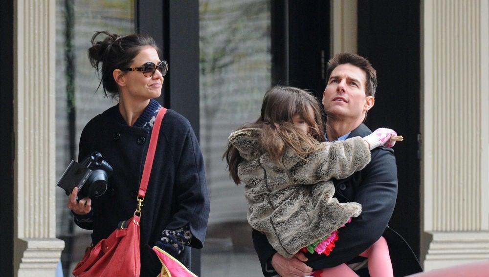 Katie Holmes y Tom Cruise con su hija