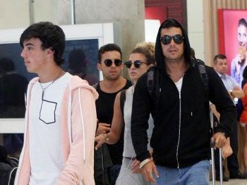 Mario Casas, Óscar Casas y sus hermanos Sheila y Christian