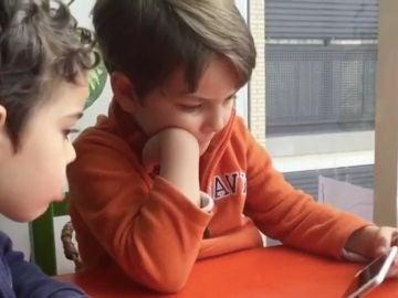 Niños leyendo en el Día del Libro