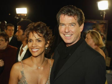 Halle Berry y Pierce Brosnan