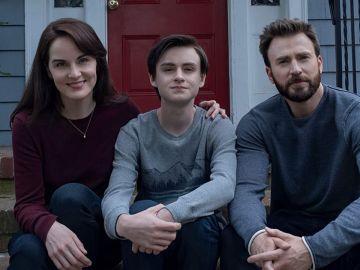Chris Evans en 'Defending Jacob' junto a Michelle Dockery y Jaeden Martell