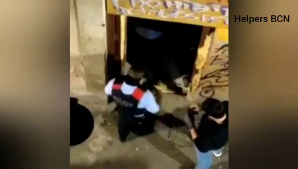 Detenidos dos hombres por asaltar una tienda de alimentación en el raval, Barcelona