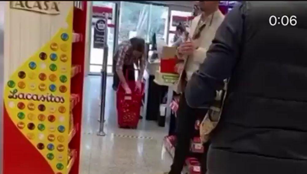 El vídeo de Pablo Iglesias comprando en un supermercado sin mascarilla a pesar de haber tenido contacto con contagiados de coronavirus