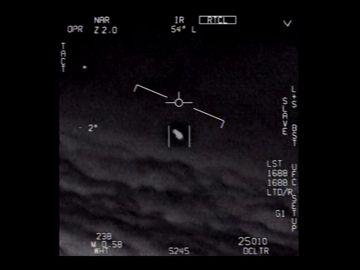 El Pentágono desclasifica tres vídeos de ovnis